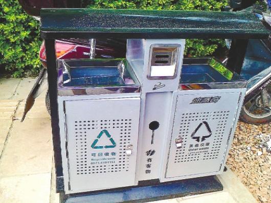 昆明:新型分类垃圾箱亮相