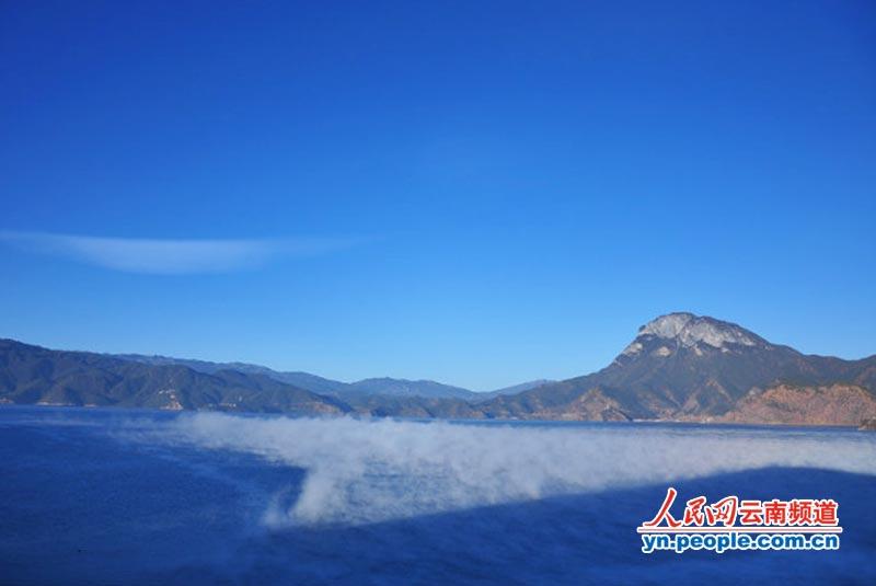 冬天的泸沽湖:仙境般的独特自然风景