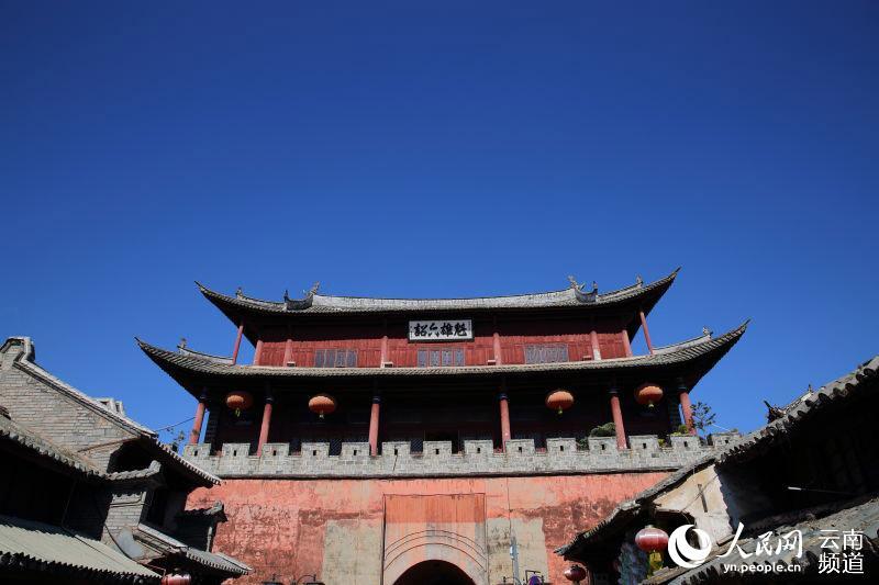 烧毁前的拱辰楼(摄于2014年12月25日) 摄影:薛丹