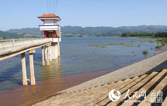 云南省泸西县提前完成水库坝塘蓄水任务