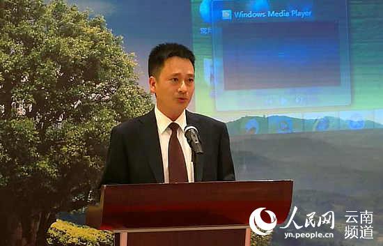 中共凤庆县委常委、县委宣传部部长刘绍卿在推介会上致辞。摄影:赵文瑞