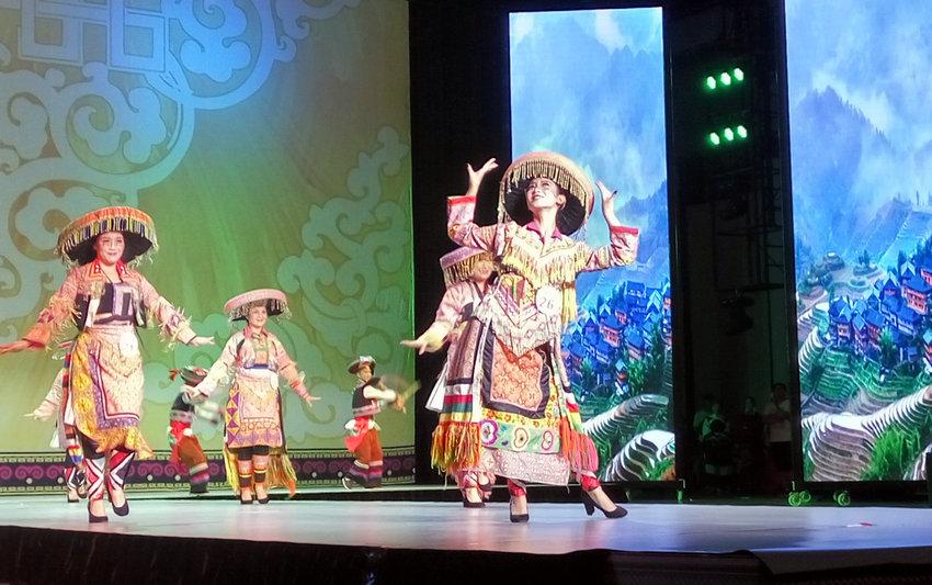 """七彩云南2017民族赛装文化节""""七彩云裳""""全省民族服装决赛在这里"""