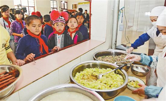 """云南:479.4万农村娃吃上""""营养餐"""""""