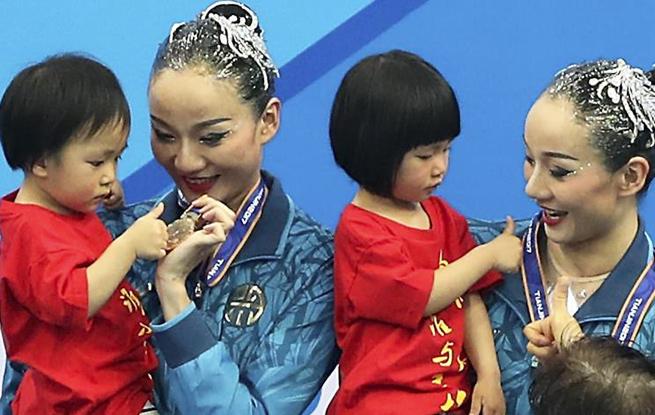 盘点那些与孩子一起登上冠军领奖台的母亲们