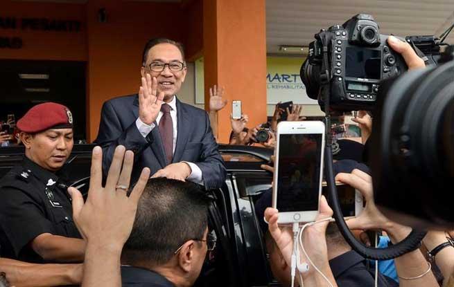 马来西亚前副总理安瓦尔提前获释