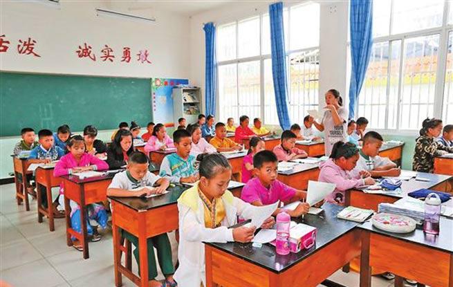 跨国小学播撒国际友谊
