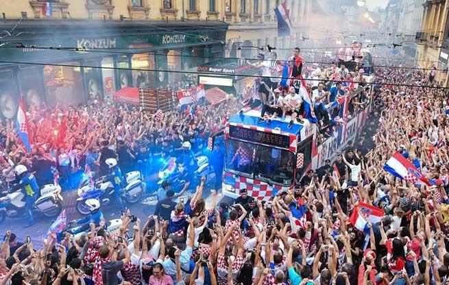 足球——克罗地亚人民迎接英雄凯旋