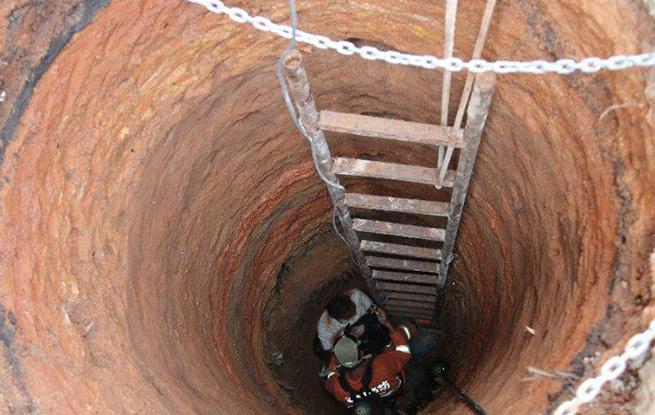 云南:村民自行掘井被困六米深井 两人遇难