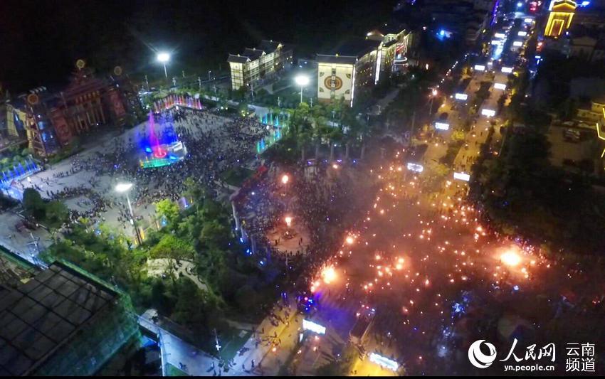 2018漾濞县火把节篝火晚会活动现场。(供图)