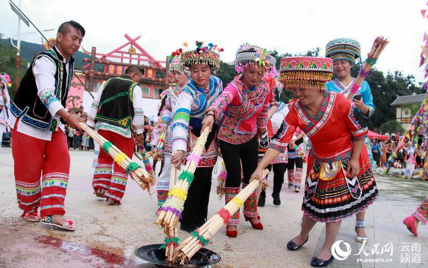 2018漾濞县火把节篝火晚会活动现场。(李灿美摄)
