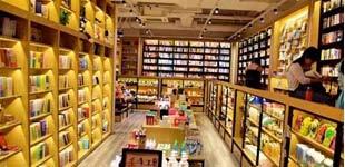 """""""未来书店""""什么样?用""""内涵""""留住读者        实体书店在中国正发生着前所未有的变化。变化背后,是传统零售业向新型生活方式的转换。"""