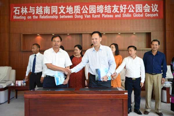 云南石林与越南同文地质公园结为