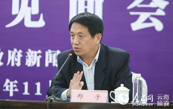 本届亚微节组委会执行主席郑子介绍相关情况。(人民网 李发兴 摄)