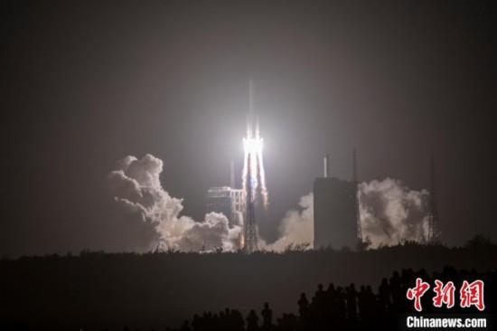 """<b>四型火箭、六次�l射�L征火箭助""""嫦娥""""九天��月</b>"""
